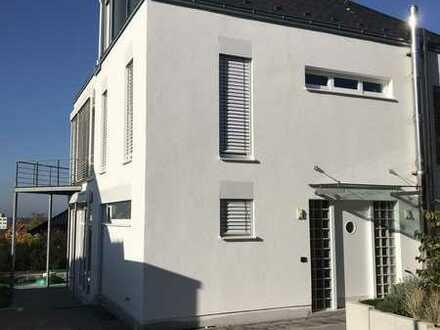 Freistehendes Architektenhaus in Bestlage von Seeheim