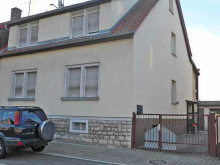 5867 - Einfamilienhaus mit Garten und Garage in Untergrombach!