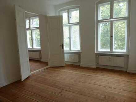 ERSTBEZUG NACH SANIERUNG! Traumhafte 2-Zimmer-Wohnung mit Balkon und Fahrstuhl in zentraler Lage