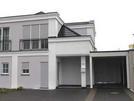 Neuwertige und exklusive Doppelhaushälfte mit großem Grundstück