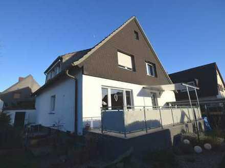 Solides Zwei-Familien/-Generationen-Haus in familienfreundlicher Wohnlage mit großem Grundstück!