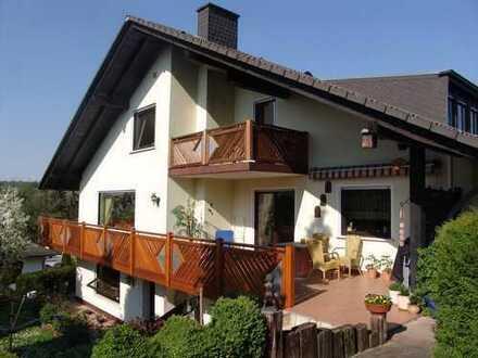 schöne 3-4 Zimmer-Wohnung mit großer überdachter Terrasse in ruhiger Wohnlage