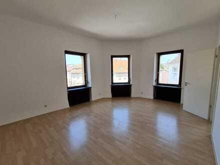 Schöne 5-Zimmer Wohnung im Zentrum von Karlsruhe (WG geeignet)