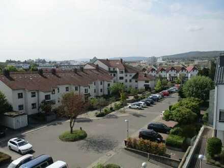 Gepflegte 6-Zimmer-Wohnung mit 3 Balkonen und Einbauküche in Friedrichsdorf/Schäferborn