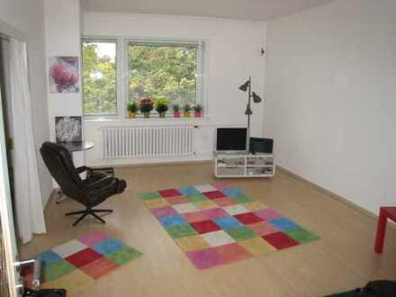 Modernisierte 2-Zimmer-Wohnung mit Balkon und EBK in Steglitz, Berlin