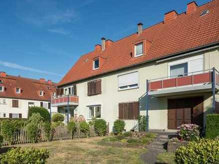 Kapitalanlage: Solide vermietete 2-Zi-DG-Wohnung in 1A-Lage mit Garten!