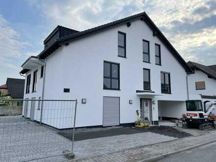 Neubau: Großzügige DG Wohnung mit Balkon und Garage in Schaafheim