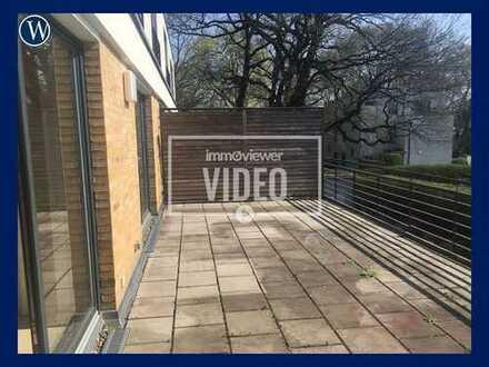 Wohnen genießen in den Wannseegärten: Renovierte 3 Zimmer + große Terrasse, Einbauküche, Parkett