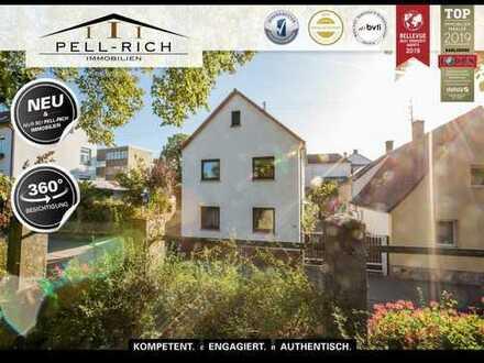 FAMILIENKLASSIKER: Großzügiges EFH mit Pool und drei Garagen in Neureut!