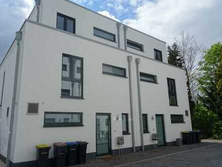 Modernes Doppelhaus mit Dachterrasse, Garten, Terrasse, Garage
