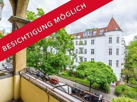 Altbauwohnung: Über 60 m², große Küche und Balkon im denkmalgeschützten Haus