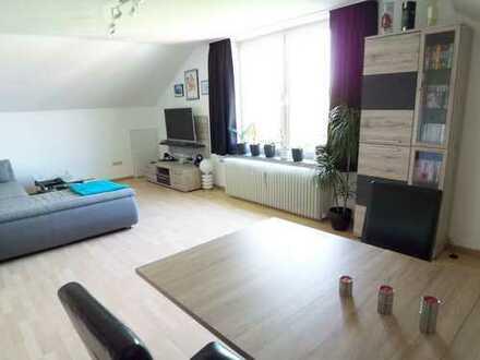 Atelier-Dachgeschoßwohnung in ruhigem Haus und grüner Parkrandlage
