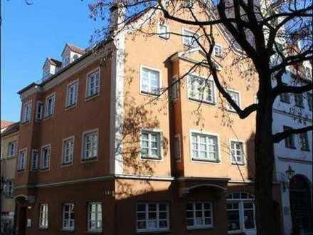 Für Altbauliebhaber: stilvolle 3,5-Zimmer-Wohnung im Zentrum