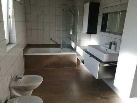 Helle, sanierte 4,5-Zi.-Wohnung mit Studio in ruhiger Lage u. super Autobahnanbindung in Lechhausen