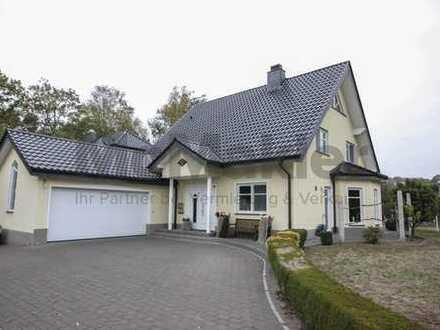 Neuwertig und komfortabel - 6-Zi.-EFH mit großem Garten und Terrasse in Delbrück-Ostenland