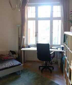 12qm Zimmer in zentraler schöner Altbauwohnung