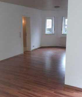 Gepflegte Wohnung mit zwei Zimmern und Einbauküche in Wemmetsweiler