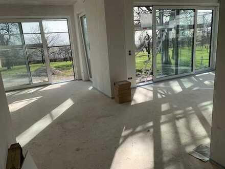 Sonnige 4 Zimmerwohnung in traumhafter, ruhiger Lage mit Terrasse