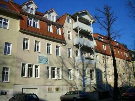 3-Zimmer, Balkon, Wohnküche und Bad mit Fenster