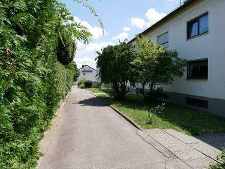 Schöne und ruhige 2-Zi-Wohnung mit großem Balkon in S-Stammheim !