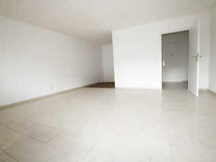 Frisch renovierte 1 Zimmer Wohnung, 38qm mit Küche, Stellplatz u. Balkon im EG zu vermieten