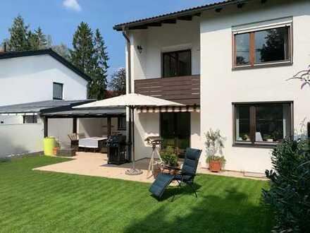 Exklusive DHH mit EBK, Freisitz u. Traumgarten in Bestlage von Riemerling mit umfangreichem Baurecht