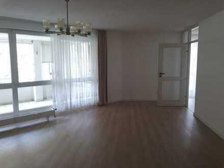Ansprechende 3-Zimmer-Wohnung mit Balkon und EBK in Nürnberg