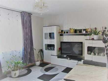 **modernisiertes Mehrfamilienhaus mit riesigem Garten**