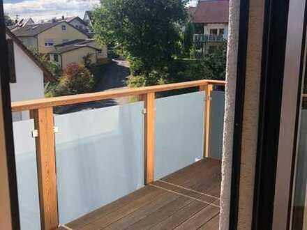Neuwertige 4-Raum-Dachgeschosswohnung mit Balkon und Einbauküche in Auenwald