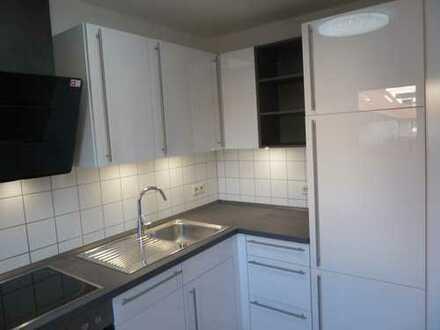 Lichtdurchflutete 1-Zimmer-Wohnung mit Balkon und Einbauküche in Kuchen