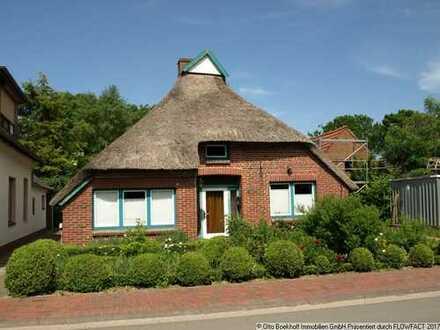 Reetdachhaus in der Dorfmitte!