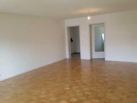 Vollständig renovierte 4-Raum-Wohnung mit Balkon und Einbauküche in Wiggensbach