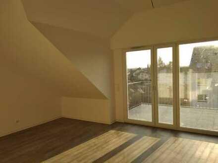 Erstbezug - helle 3-Zimmer-Wohnung, DG mit Aufzug, EBK, 2 Stellplätze u.v.mehr