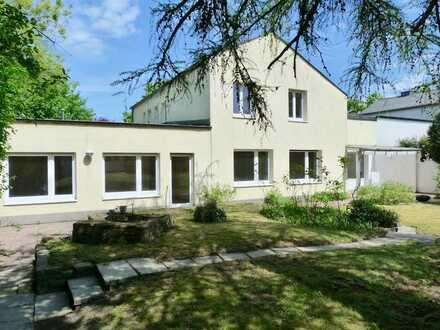 Familienfreundliches Zuhause mit Einliegerbereich u. großem S/W-Grundstück in beliebter Wohnlage