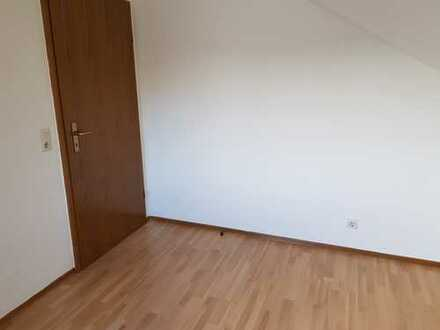 Preiswerte, vollständig renovierte 3,5-Zimmer-DG-Wohnung mit Balkon und EBK in Kulmbach
