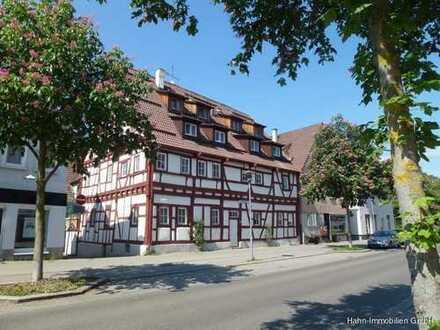 Außergewöhnl. nette 3-Zimmer-Dachwohnung und Studio im Dachspitz mit guter Lage in der Stadtmitte