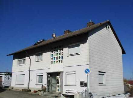 3 Familienhaus mit Garagen als Kapitalanlage !