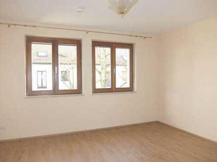28_WO6422 Renovierte, helle 3-Zimmerwohnung (Durchgangszimmer) in ruhiger Lage / Kumpfmühl