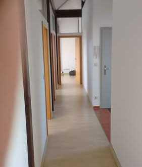 Exklusive, gepflegte 3,5-Zimmer-Dachgeschosswohnung mit Einbauküche in Nürnberg