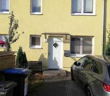 Schönes Reihenmittelhaus mit vier Zimmern in Berlin, Karlshorst (Lichtenberg)