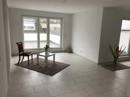Neuwertige 2 Zimmer-Wohnung mit Dachterrasse - citynah !