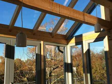 Galeriewohnung: Hell und großzügig, Terrasse, Balkons und Blick ins Grüne