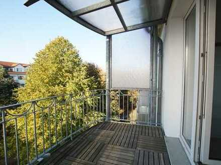 Moderne 3 Zimmer, hochwertig saniert mit großem Balkon und Stellplatz! Zentral gelegen!