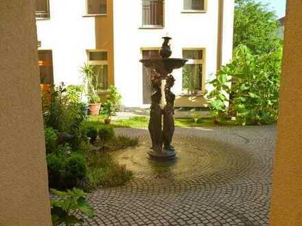 Erstbezug nach Sanierung! Wohnen im ruhigen Seitenflügel mit Einbauküche und Westbalkon!