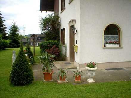 Große ruhige Wohnung mit separatem Eingang und Treppenhaus in Eichenzell/ Fulda sucht nette Mieter