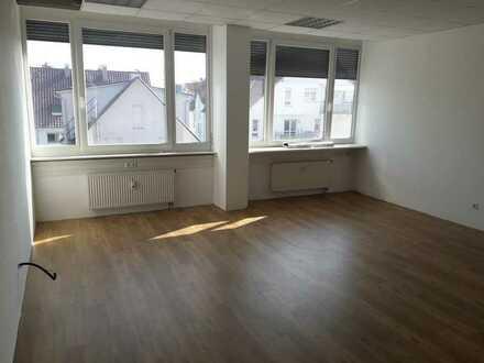 Helles 2-Zimmer-Büro mit bester Anbindung an den ÖPNV im Alleencenter Asperg!