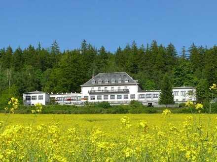 Hotel Haupthaus einzeln, Option ohne oder mit Gästehaus mit Seeblick in ruhiger Lage betriebsbereit