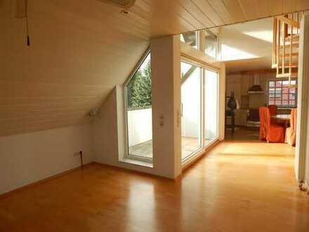 Gepflegte 4-Zimmer-DG-Wohnung mit Balkon und Einbauküche in Friedberg (Hessen)