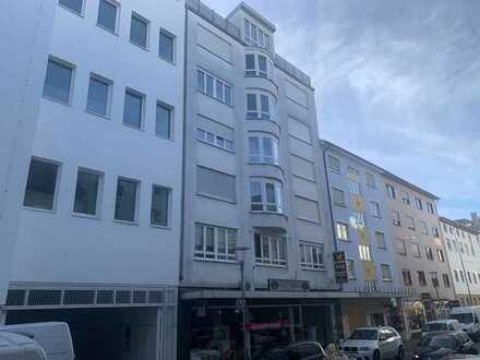 Komfortable 2-Zimmer Dachgeschoss-Wohnung in zentraler Lage mit Fahrstuhl - frisch renoviert