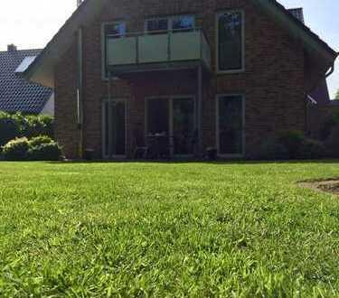 Reserviert! -Zweifamilienhaus mit Garagen und Garten